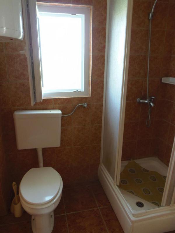 A2 veliki (2 + 2): baño con inodoro.