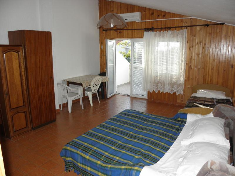 SA4(1+3): interior