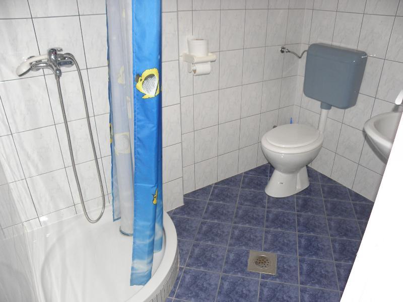 A4 (2 + 2): badkamer met toilet