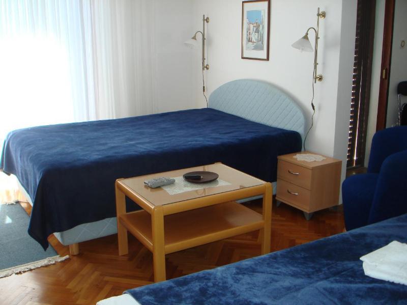 A2(2): interior