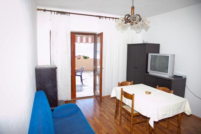 A3 srednji (3+1) prvi kat: dining room