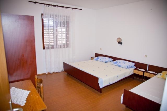 A3 srednji (3+1) prvi kat: bedroom