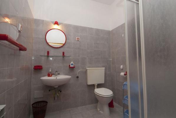 A1 (4): badrum med toalett