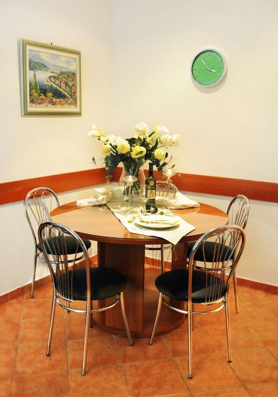 A2(4+3): dining room