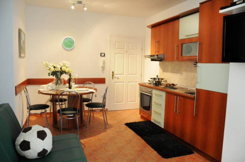 A2(4+3): kitchen and dining room