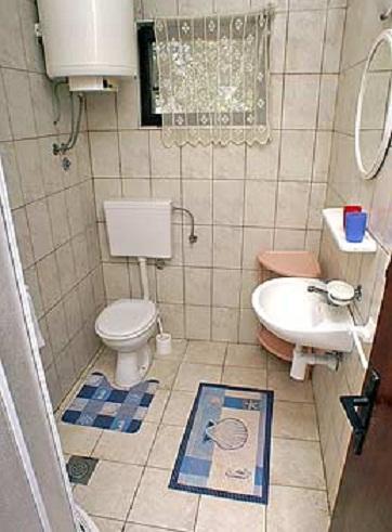 E1 (4 + 2): salle de bain avec toilette