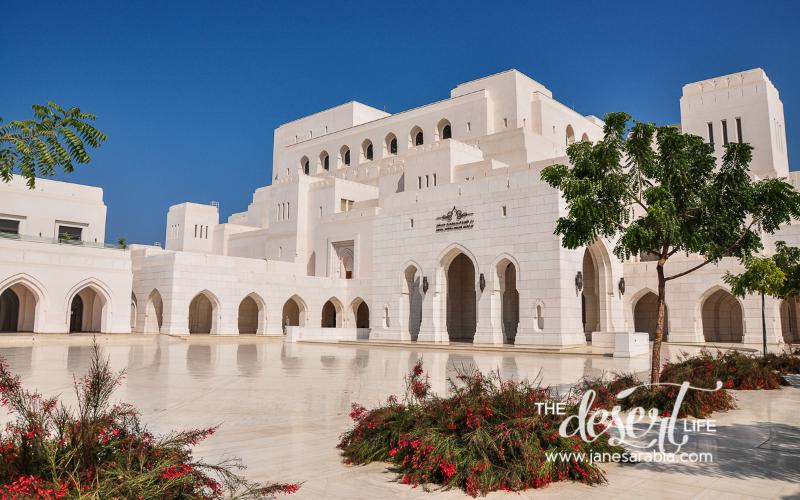 Günstige Lage neben dem Royal Opera House und Al Shatti Beach