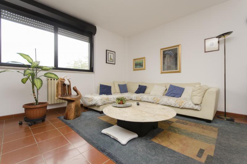 CAMERA PRIVATA IMMERSA NEL VERDE DI SAN SIRO, location de vacances à Cesano Boscone