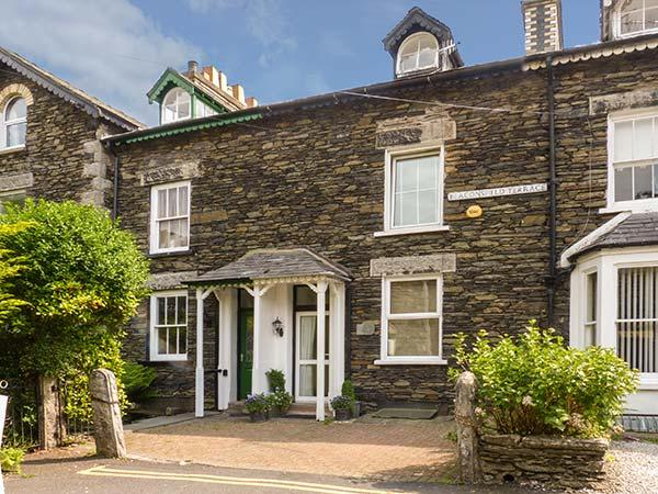 NUMBER 16, family-friendly, luxury holiday cottage, with a garden in Bowness, vacation rental in Lake District