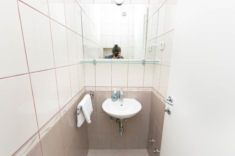 Toilette (Second Apartment)