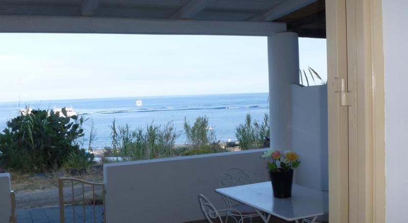 La spiaggia casa scari ab 503, holiday rental in Ginostra
