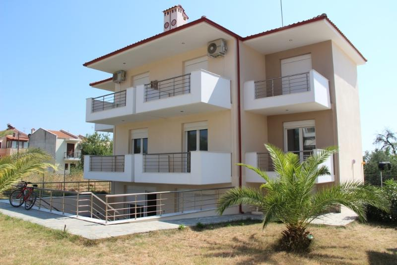 Family Apartment 45sqm in Nikiti, location de vacances à Vatopedi
