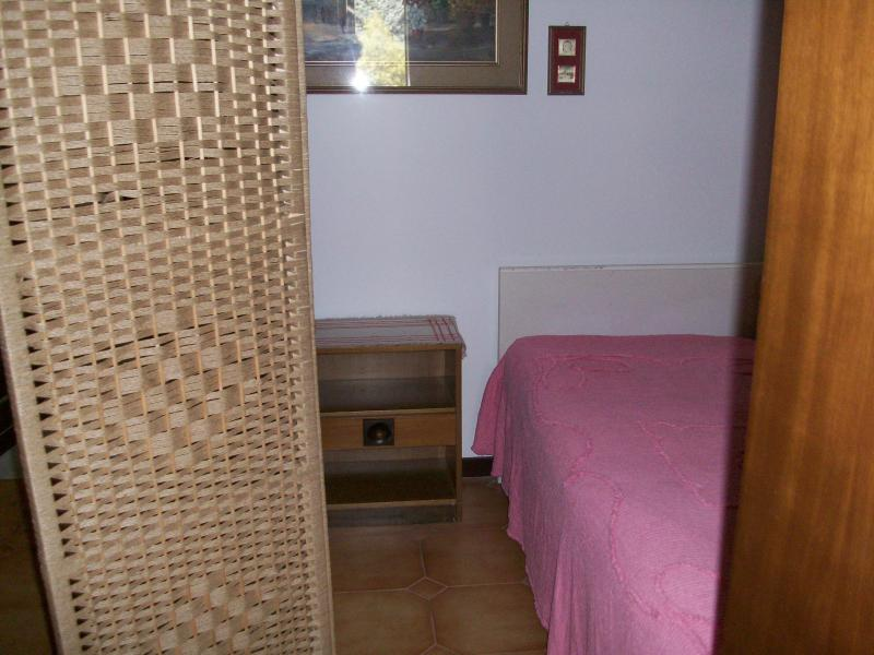 Small hallway with internal divider with bed
