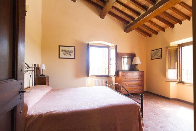 Double room with panoramic Windows towards the Valtiberina