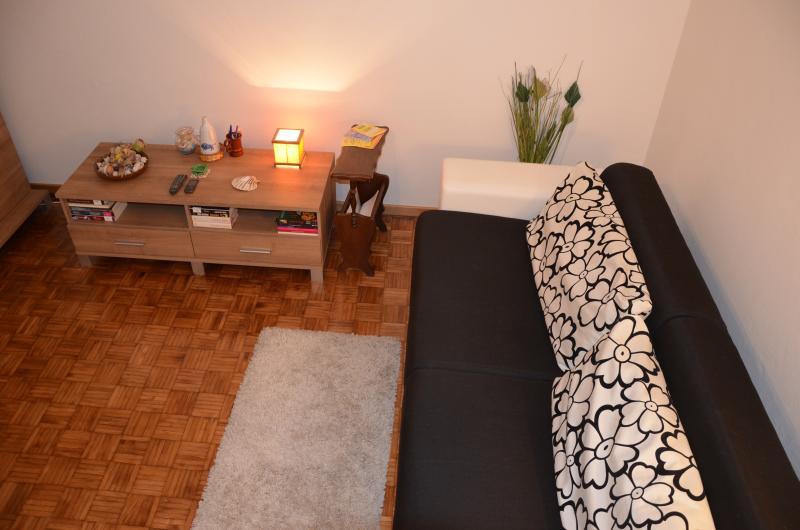 Living room Bedroom(s)