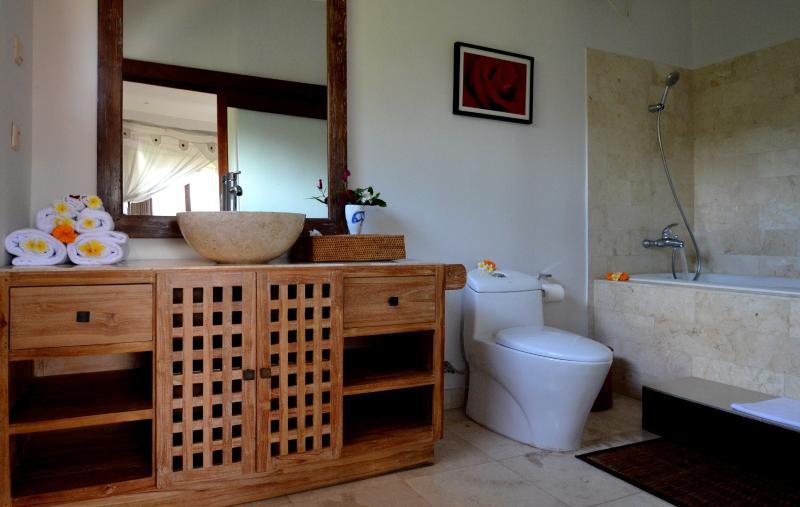 deluxe room - ensuite bathroom