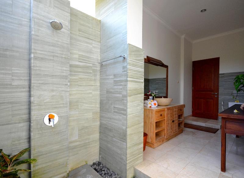 superior room - open air shower bathroom