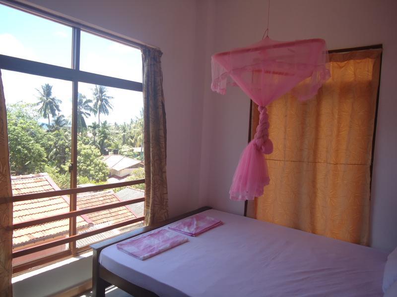 SAGA HOME standard room 2, holiday rental in Ambalangoda