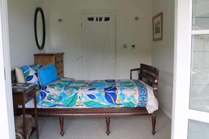 Single bedroom sharing luxury family bathroom
