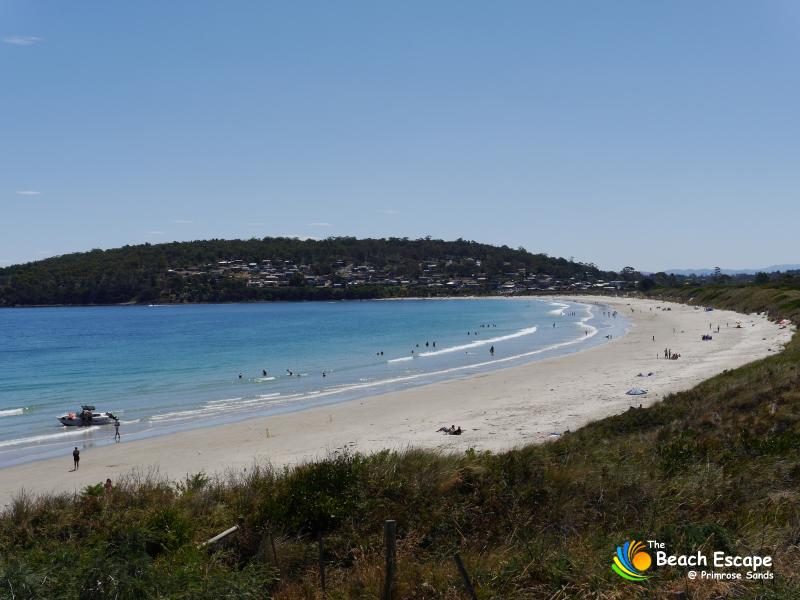Enjoy a beach side holiday half way between Hobart & Port Arthur, with the beach 200 metres away.