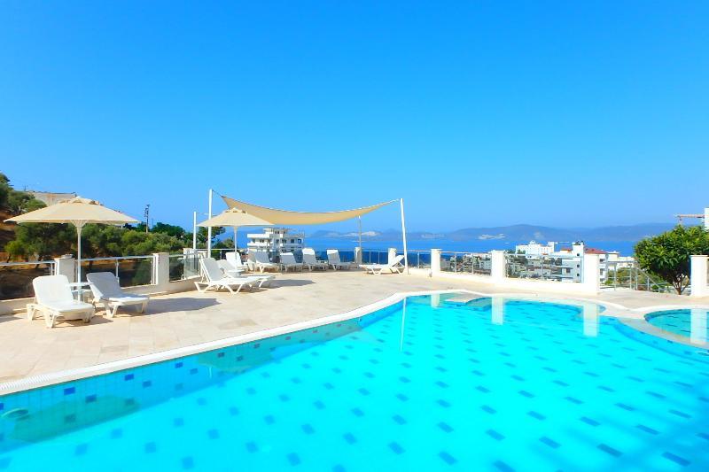 Chanclas piscina con vistas al mar