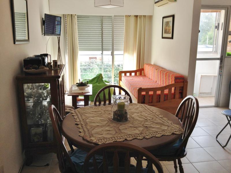 Apartamento de 1 dormitorio en zona tranquila, holiday rental in Punta del Este