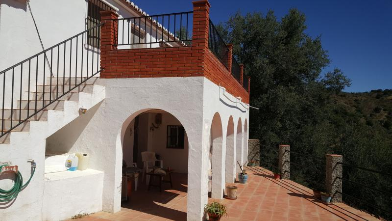Casa de Pepe Traditional Andalucian Cortijo, holiday rental in Comares
