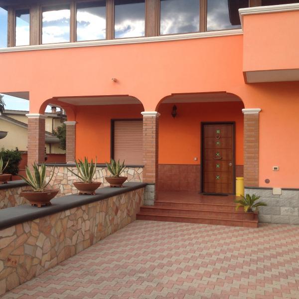 Appartamento trilocale con parcheggio interno, holiday rental in Valli di Santa Lucia