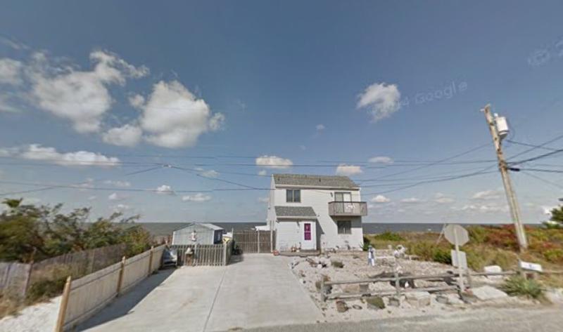 9 Beach - Sunset Villa. Front Yard est maintenant entièrement clôturée (clôture blanche) tout comme Back Yard sur la baie