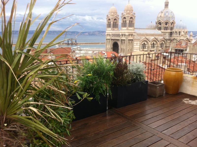 LOFT avec grande terrasse avec vue mer/prox.MUCEM, location de vacances à Marseille