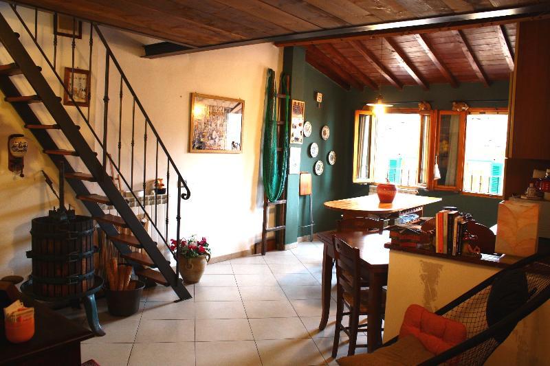 caratteristico appartamento toscano vicino Firenze, location de vacances à Lagaccioni