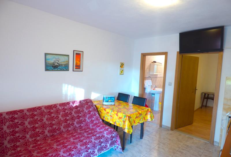 Apartments Plaza A3, holiday rental in Ivan Dolac