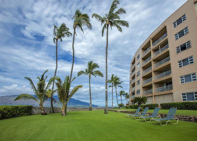 Menehune Shores Oceanfront Lounge Area