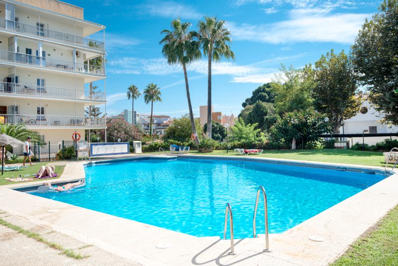 Beautiful complex with 3 pools, 2 minutes walk to the beach.