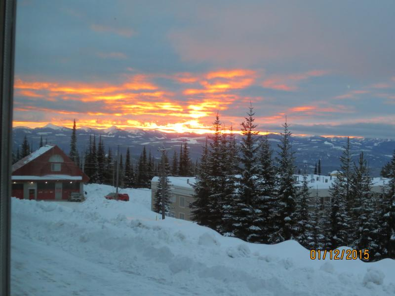 BIG WHITE SKI IN/OUT Condo with VIEW, vacation rental in Big White