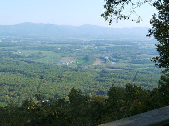 Mountain Top Chalet -Incredible Views of the Shenandoah Valley, vakantiewoning in Basye