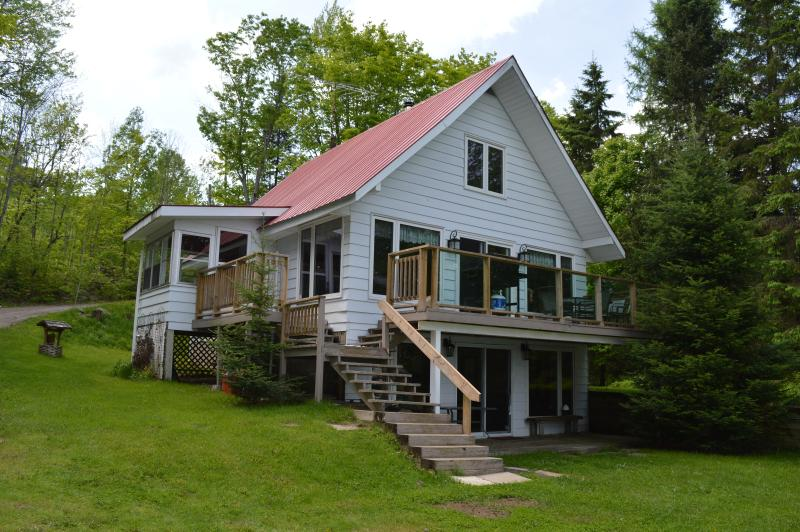 Buck Lake cottage in Huntsville Ontario, let your vacation begin!