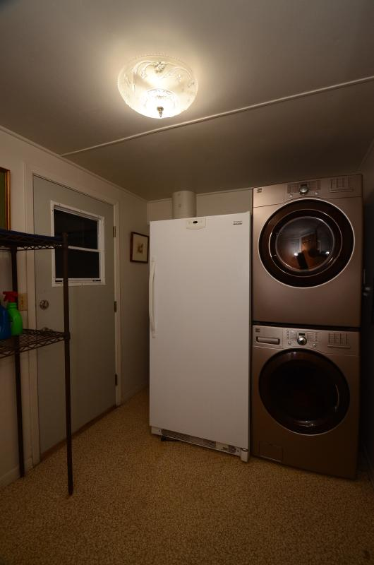Stays of 4 nights or more: use of downstairs laundry room with washer and dryer.