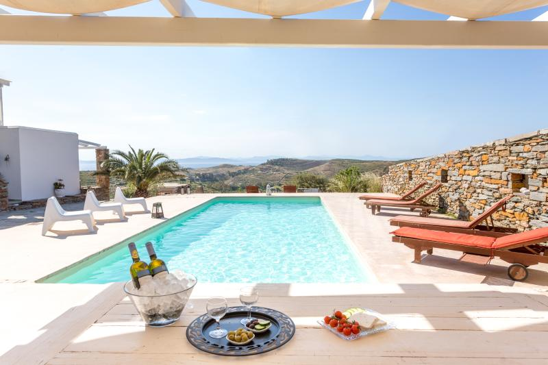 Kea Villa Thea & Petra House (private pool), alquiler vacacional en Ceos