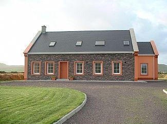 Beautiful, Spacious Home On Own Site, With Magnificient sea and mountain views, holiday rental in Dingle