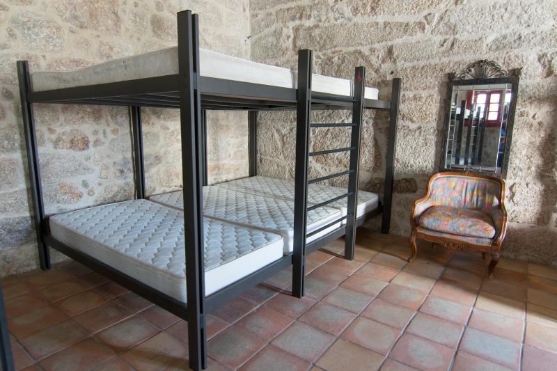 Esta foto es sólo para grupos mayores 20-150 personas). Muestra las literas en los dormitorios.