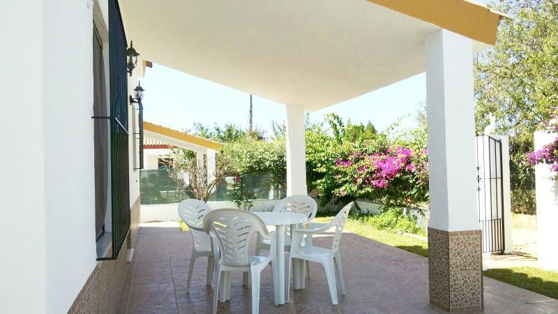 CHALET PRECIOSO EN CONIL DE LA FRONTERA., holiday rental in Conil de la Frontera