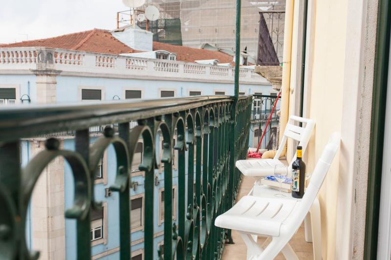 Enjoy your afternoon in the balcony with a bottle of Portuguese Wine with Lisbon at your feet!