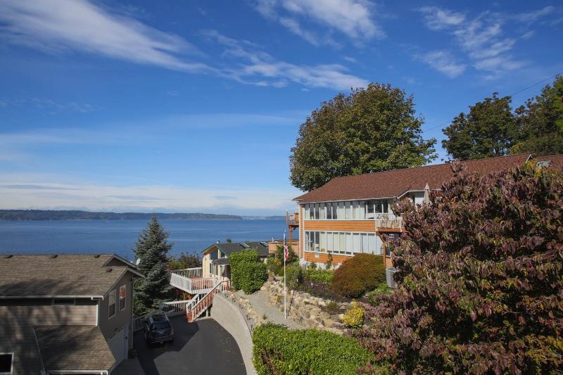 Private, Secluded, Spectacular View 2Bdr, holiday rental in SeaTac