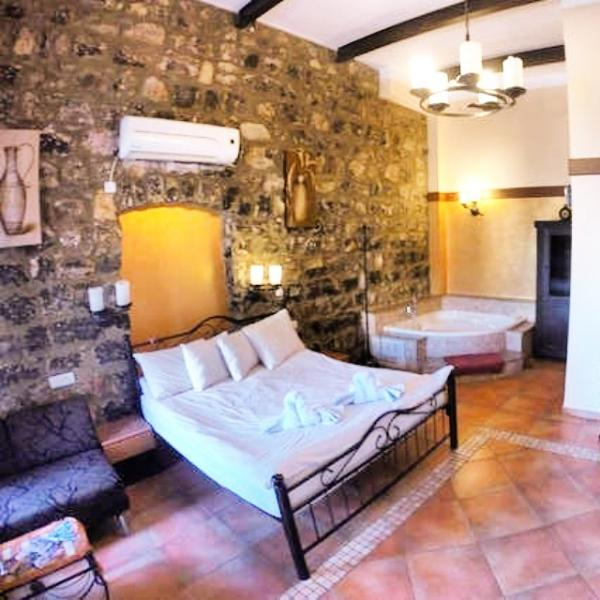 breathtaking suite in ancient, alquiler vacacional en Arbel