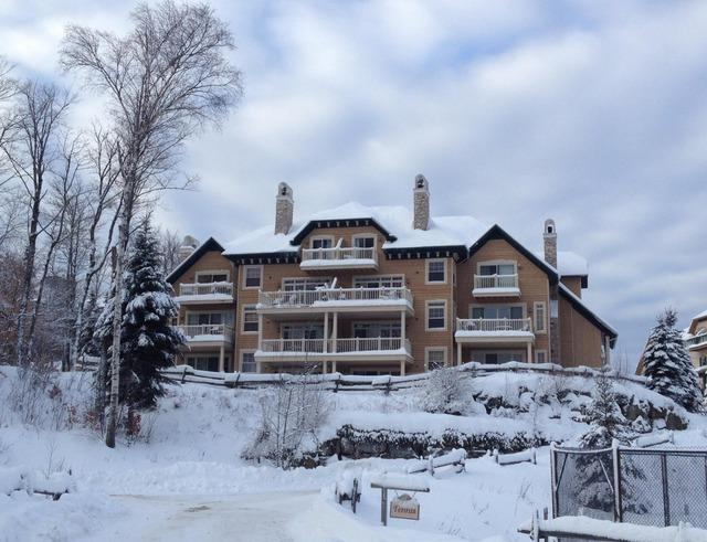 Tremblant Condo in 4 Star Resort, holiday rental in Huberdeau