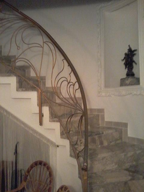 ingresso liberty , scala che porta al piano superiore