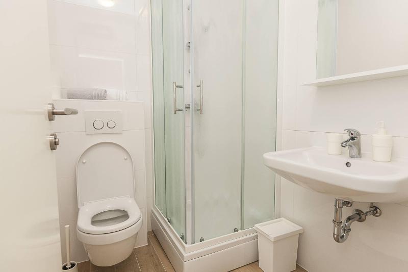 SA1 Ana(2): Bad mit WC