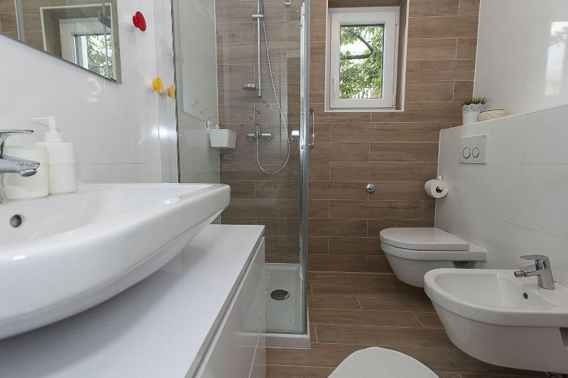 A2 Mira (4 + 1): salle de bains avec toilette