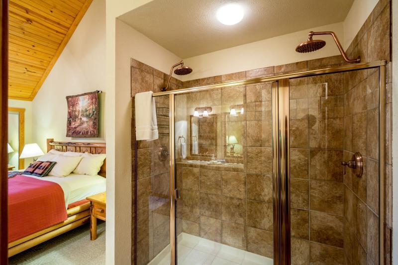 2nd Floor Suite - Dual rain showers